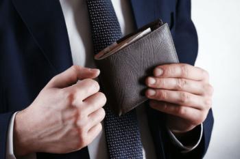 Hombre con cartera