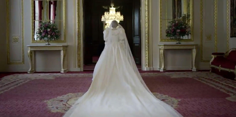 Emma Corrin se prueba el vestido de novia de la princesa Diana
